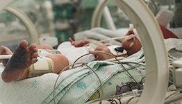 Canalización y mantenimiento de PICCs en neonatos